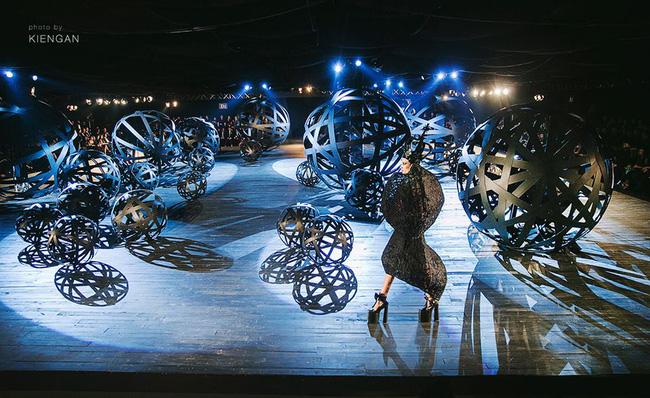 Cần gì đi đâu xa khi mở mắt ra là thấy 7 sân khấu thời trang đẹp như thế này ngay tại Việt Nam! - Ảnh 23.