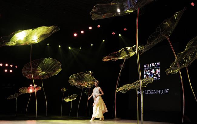 Cần gì đi đâu xa khi mở mắt ra là thấy 7 sân khấu thời trang đẹp như thế này ngay tại Việt Nam! - Ảnh 14.