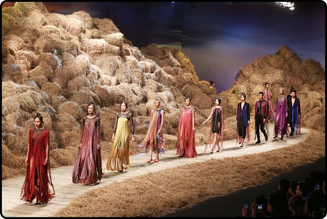 Cần gì đi đâu xa khi mở mắt ra là thấy 7 sân khấu thời trang đẹp như thế này ngay tại Việt Nam! - Ảnh 26.