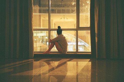 Em chọn từ bỏ việc dõi theo anh, từ bỏ đoạn tình cảm của chính mình...