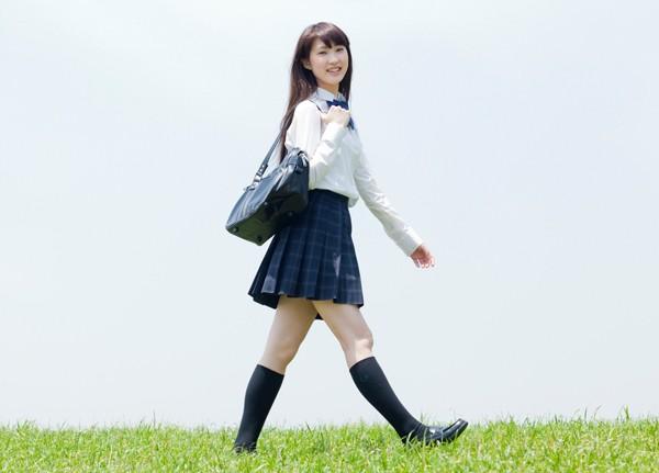 Tại sao nữ sinh trung học Nhật Bản sẵn sàng mặc váy siêu ngắn mà không sợ... lộ hàng?