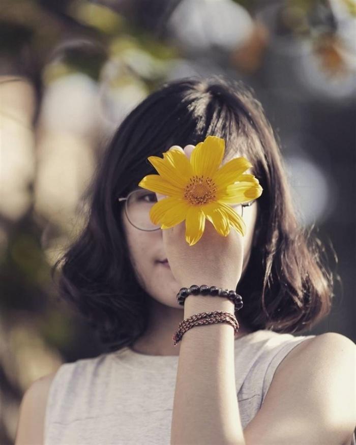 Kết quả hình ảnh cho hoa che mắt khi chụp ảnh