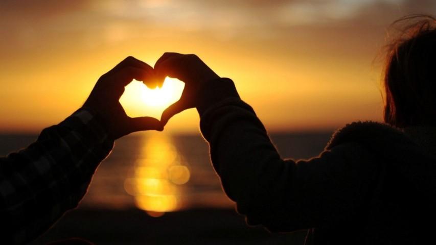 Dành cả thanh xuân để yêu ai đó...
