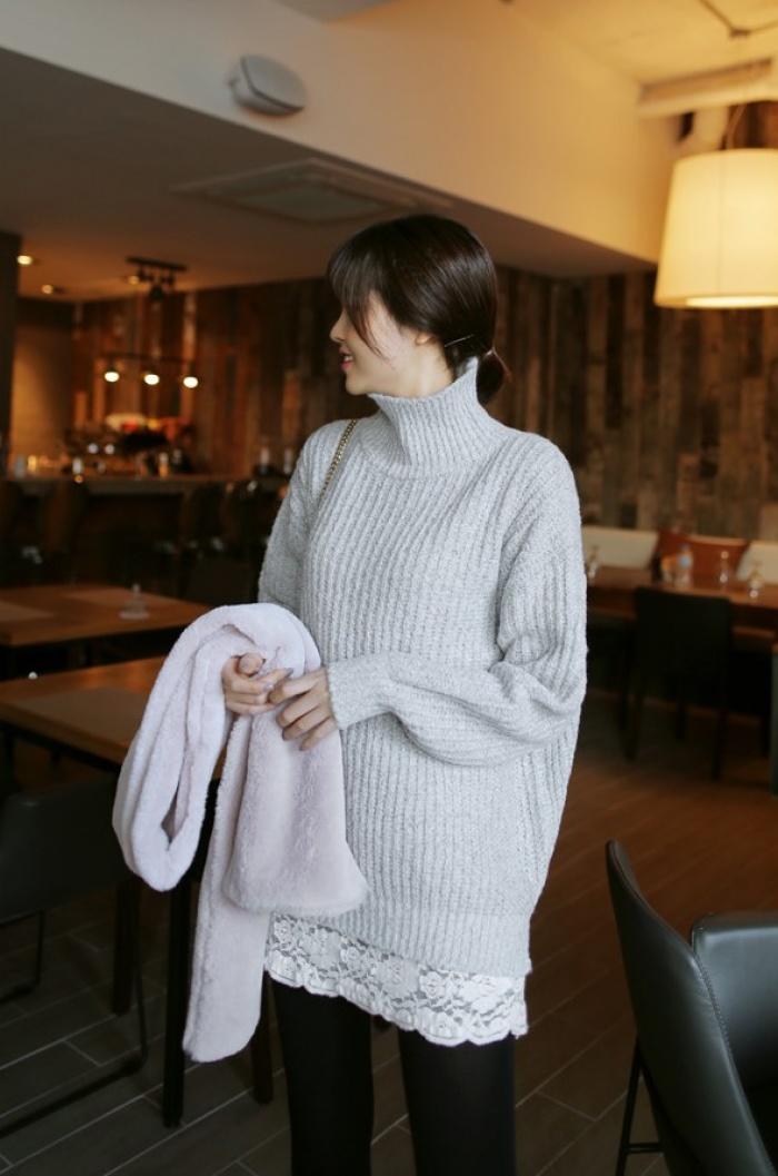 4 tips mặc áo len cổ lọ thật phong cách trong ngày trở lạnh - Ảnh 10.