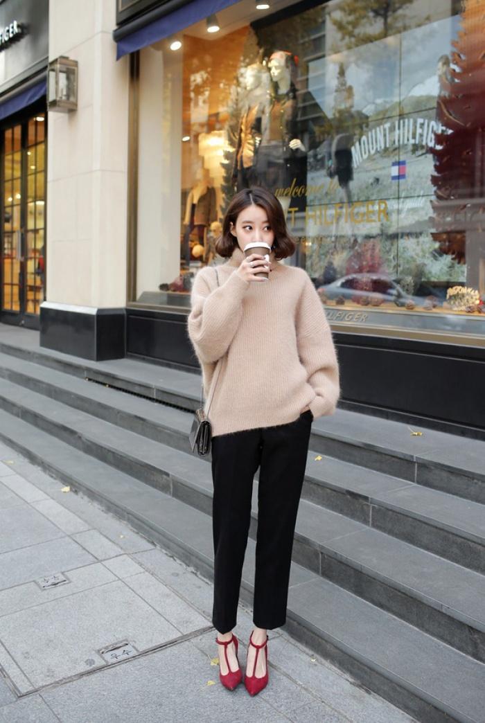 4 tips mặc áo len cổ lọ thật phong cách trong ngày trở lạnh - Ảnh 5.