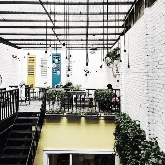 Đừng lo nếu 3 ngày nghỉ lễ chưa biết đi đâu, Hà Nội còn nhiều quán cafe đẹp lắm - Ảnh 2.