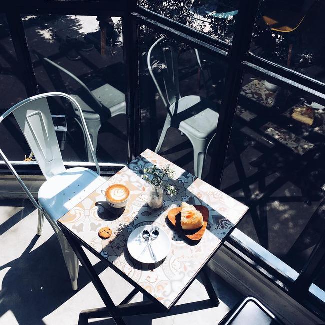 Đừng lo nếu 3 ngày nghỉ lễ chưa biết đi đâu, Hà Nội còn nhiều quán cafe đẹp lắm - Ảnh 28.