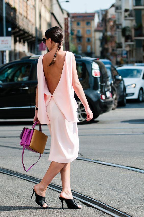 Tiết trời hửng nắng hãy chọn cho mình kiểu áo vai trễ