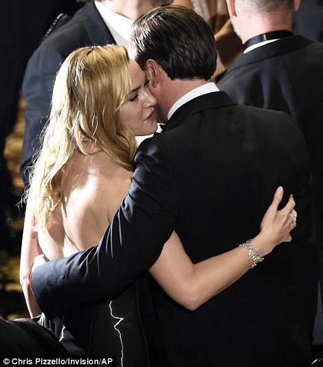 Leonardo DiCaprio cuối cùng đã thắng giải Oscar sau 2 thập kỉ - Ảnh 3.