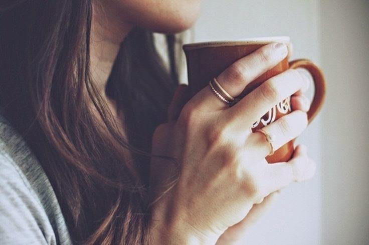 phụ nữ sau sinh có nên uống cà phê