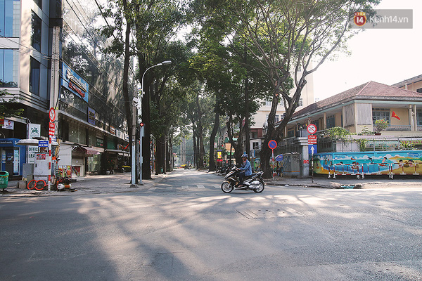 Một Sài Gòn không ồn ã rất khác lạ trong ngày đầu năm mới - Ảnh 4.