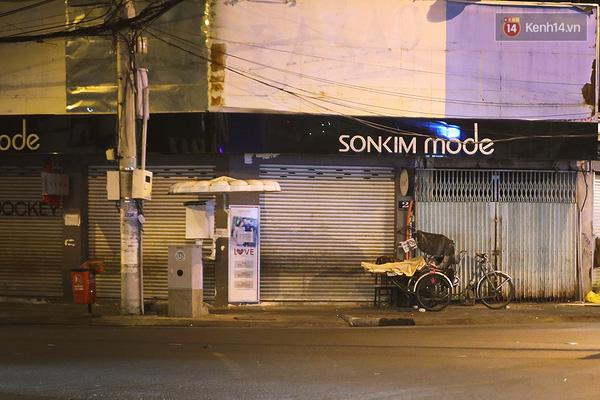 Một Sài Gòn không ồn ã rất khác lạ trong ngày đầu năm mới - Ảnh 10.