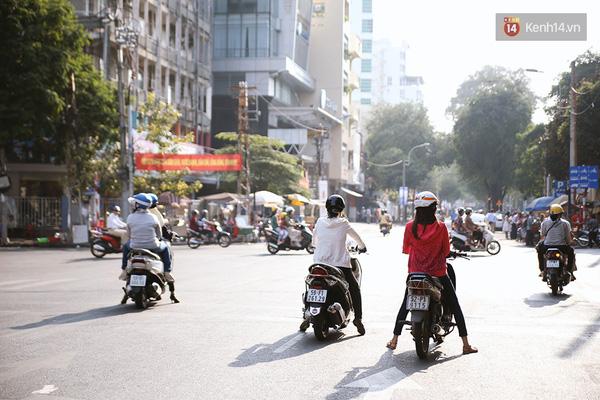 Một Sài Gòn không ồn ã rất khác lạ trong ngày đầu năm mới - Ảnh 6.