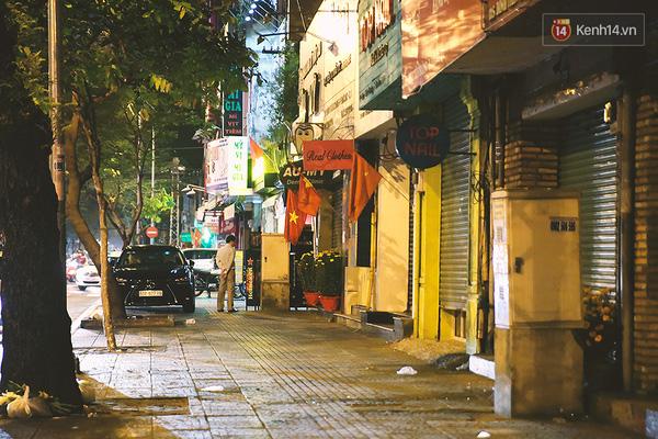 Một Sài Gòn không ồn ã rất khác lạ trong ngày đầu năm mới - Ảnh 9.