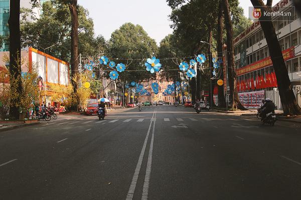 Một Sài Gòn không ồn ã rất khác lạ trong ngày đầu năm mới - Ảnh 3.