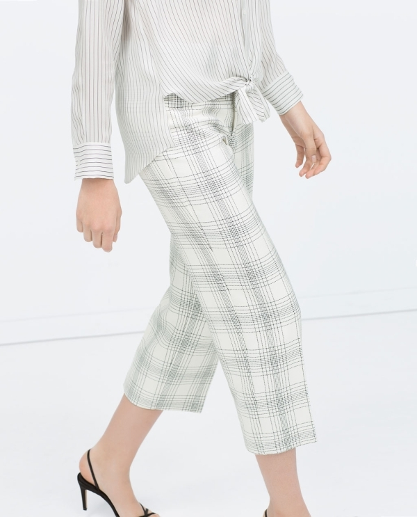 Image 3 of CHECKED CROPPED TROUSERS from Zara