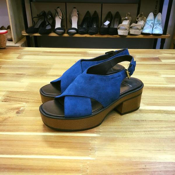 10 cửa hàng giày có lượng like khủng trên facebook