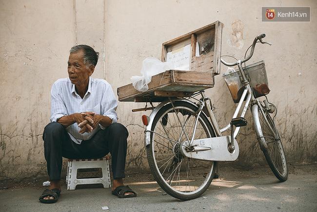 Ông già kẹo chỉ và dư vị của món ăn tuổi thơ ngỡ đã biến mất ở Sài Gòn - Ảnh 9.
