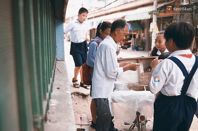 Ông già kẹo chỉ và dư vị của món ăn tuổi thơ ngỡ đã biến mất ở Sài Gòn - Ảnh 3.