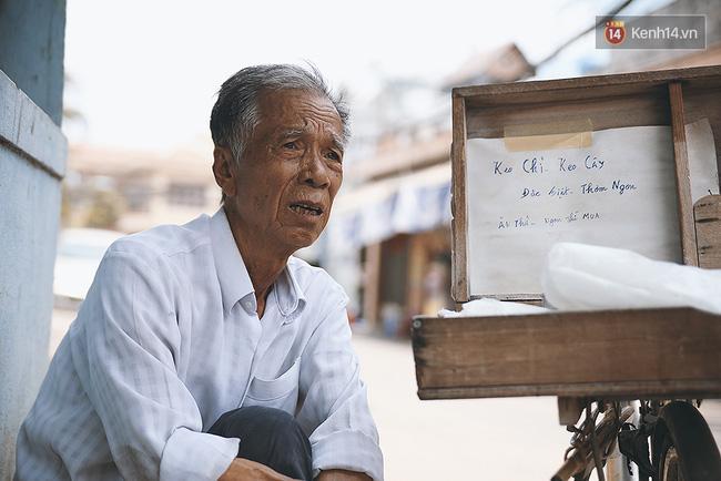 Ông già kẹo chỉ và dư vị của món ăn tuổi thơ ngỡ đã biến mất ở Sài Gòn - Ảnh 8.