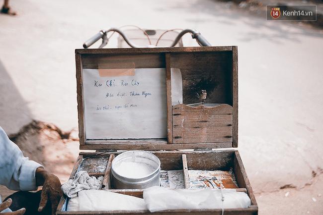 Ông già kẹo chỉ và dư vị của món ăn tuổi thơ ngỡ đã biến mất ở Sài Gòn - Ảnh 2.