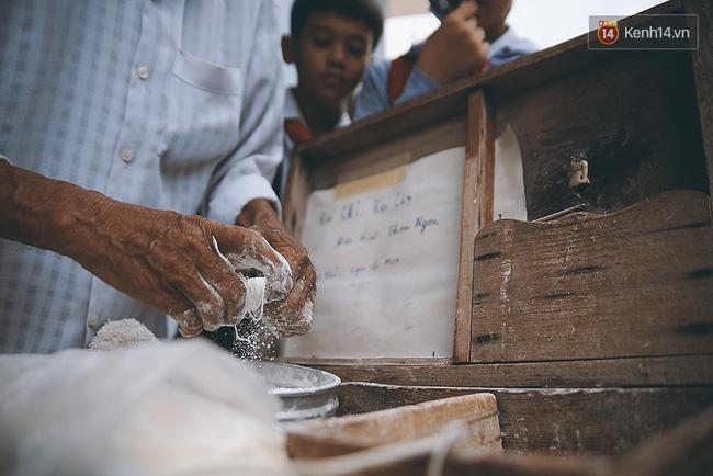 Ông già kẹo chỉ và dư vị của món ăn tuổi thơ ngỡ đã biến mất ở Sài Gòn - Ảnh 6.