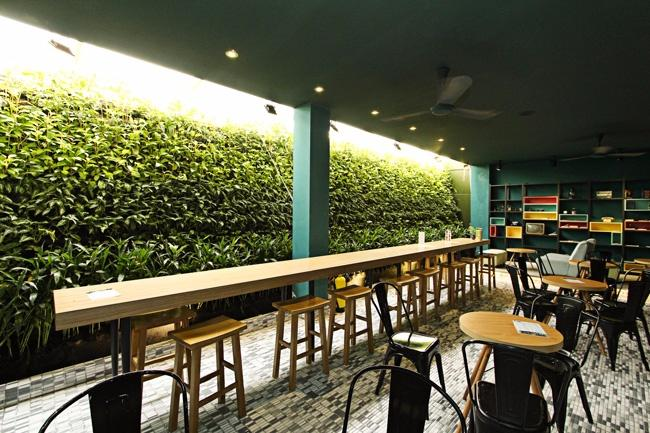 huy hoàng bookstore cafe