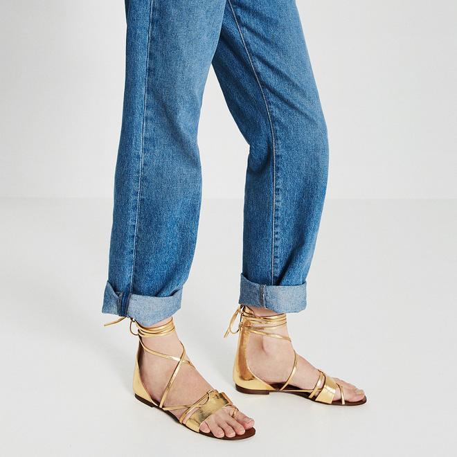 8 kiểu sandal đế bệt trendy nhất mùa hè này - Ảnh 24.