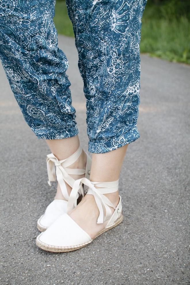 8 kiểu sandal đế bệt trendy nhất mùa hè này - Ảnh 28.
