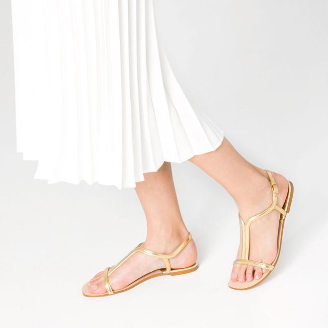 8 kiểu sandal đế bệt trendy nhất mùa hè này - Ảnh 23.
