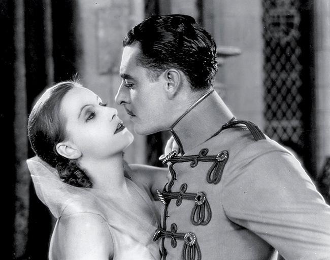Cùng nhìn lại 120 năm lịch sử của những nụ hôn trên màn ảnh - Ảnh 5.