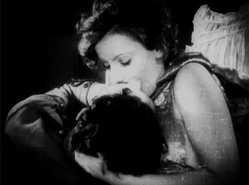 Cùng nhìn lại 120 năm lịch sử của những nụ hôn trên màn ảnh - Ảnh 4.