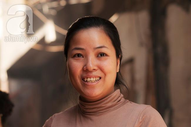 Ngày nghỉ đầu năm, nhất định phải ghé qua hàng bún chả kẹp que tre 30 năm ngõ Phất Lộc đến cái khói cũng thơm - Ảnh 19.
