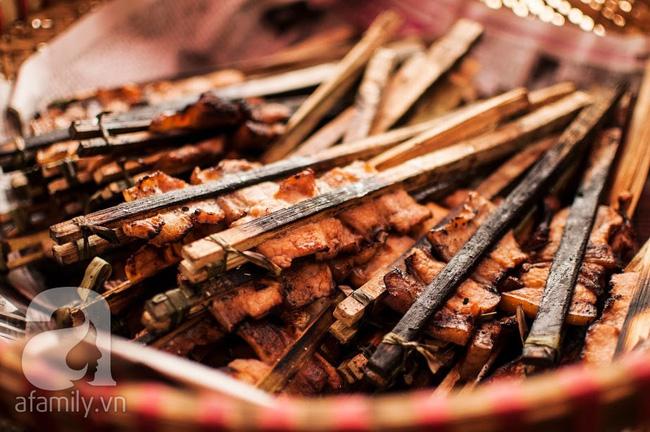 Ngày nghỉ đầu năm, nhất định phải ghé qua hàng bún chả kẹp que tre 30 năm ngõ Phất Lộc đến cái khói cũng thơm - Ảnh 6.