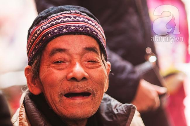 Ngày nghỉ đầu năm, nhất định phải ghé qua hàng bún chả kẹp que tre 30 năm ngõ Phất Lộc đến cái khói cũng thơm - Ảnh 15.