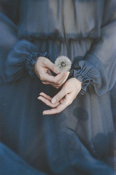 Chia tay rồi có hai loại người: người rời đi và người níu giữ...