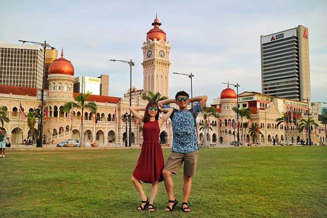 """Cặp đôi tung hoành khắp châu Á với bộ ảnh chụp """"trăm nơi như một"""""""