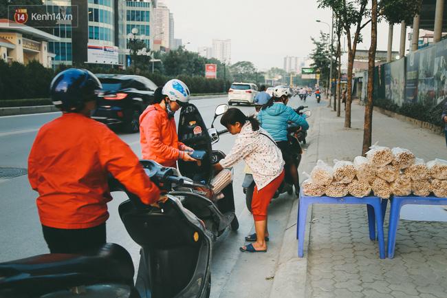 Bỏng gậy - Món quà quê dân dã của người Việt lại gây thích thú trên blog ẩm thực nước ngoài - Ảnh 6.