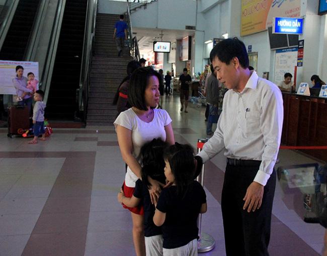 Lỡ tàu về quê, hành khách khóc như mưa tại ga Sài Gòn - Ảnh 2.