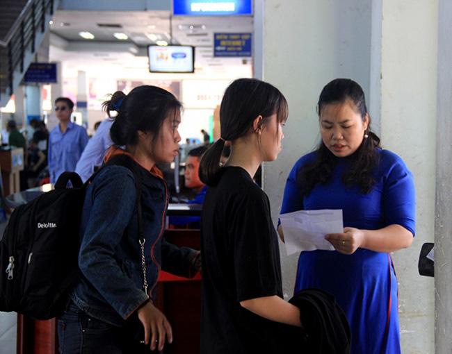 Lỡ tàu về quê, hành khách khóc như mưa tại ga Sài Gòn - Ảnh 3.
