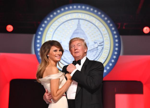 Nhiều người lo lắng khi nhìn thấy những hình ảnh này của Đệ nhất phu nhân Mỹ Melania Trump - Ảnh 1.
