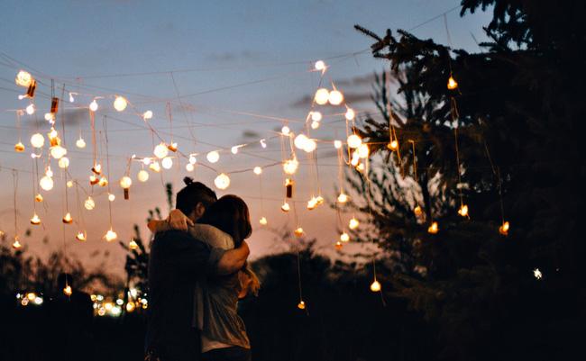 Thế gian có lắm chuyện tình, nhưng yêu xa lại buồn hơn cả... - Ảnh 2.