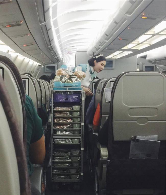 Trải nghiệm đón giao thừa trên máy bay qua lời kể của những tiếp viên hàng không quốc tế xinh đẹp - Ảnh 4.
