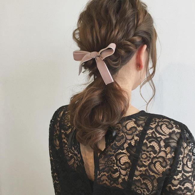 26dd5b1e87da88a5f4bf9f68bfdaf6f7faa59aca 10 kiểu tóc cực xinh lung linh bạn có thể diện từ sáng tới tối mà vẫn đẹp