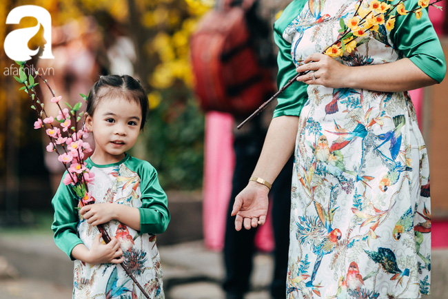 Trẻ em đón Tết khắp phố phường, công viên, và cả ga tàu... - Ảnh 13.