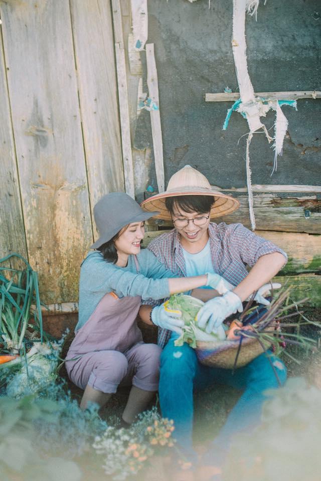 Chỉ cần yêu nhau thật nhiều thì ảnh cưới chụp ở... vườn rau cũng khiến người ta xuýt xoa - Ảnh 2.