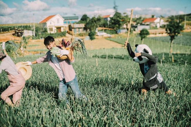 Chỉ cần yêu nhau thật nhiều thì ảnh cưới chụp ở... vườn rau cũng khiến người ta xuýt xoa - Ảnh 9.