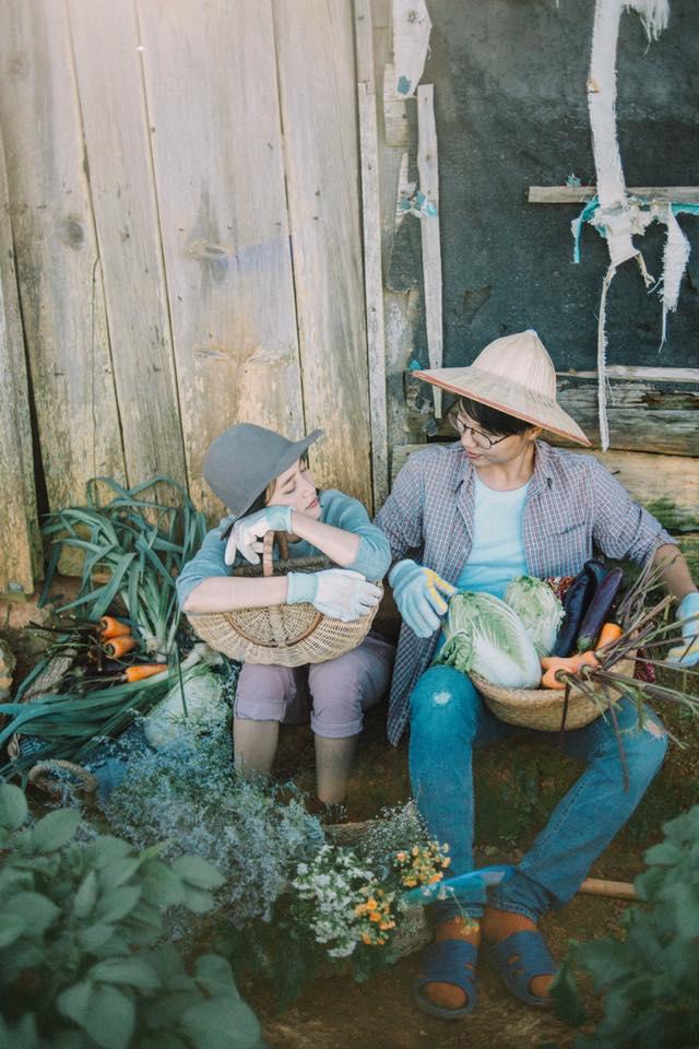 Chỉ cần yêu nhau thật nhiều thì ảnh cưới chụp ở... vườn rau cũng khiến người ta xuýt xoa - Ảnh 1.