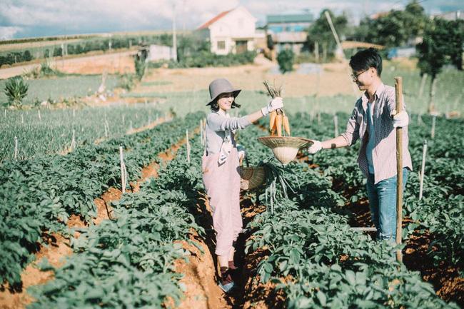 Chỉ cần yêu nhau thật nhiều thì ảnh cưới chụp ở... vườn rau cũng khiến người ta xuýt xoa - Ảnh 25.