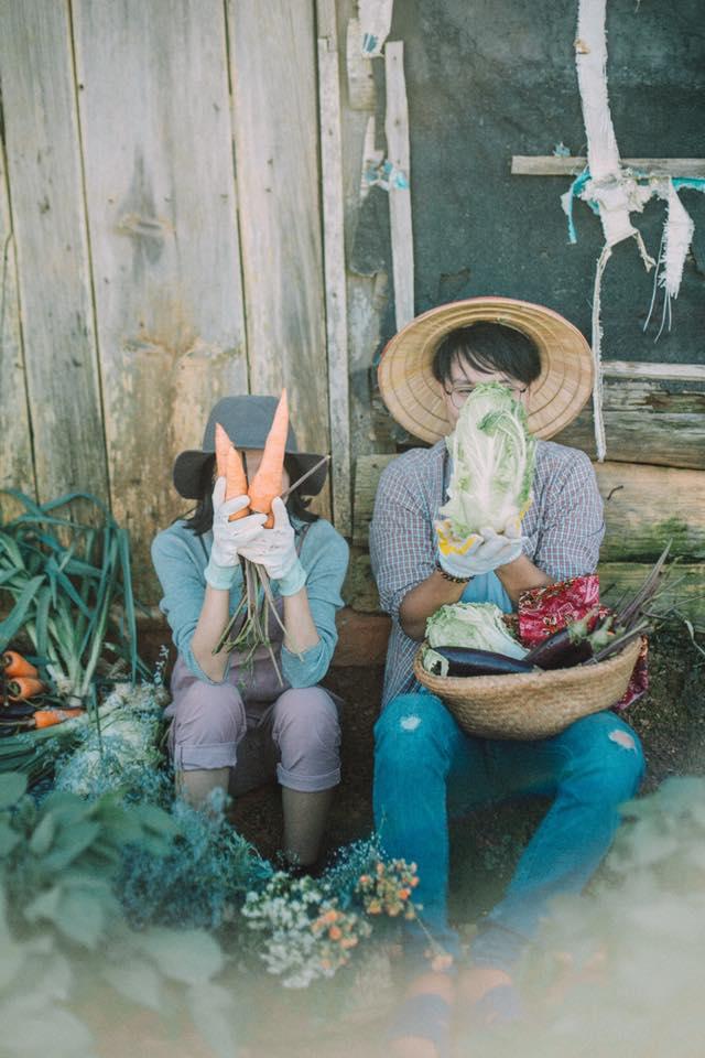 Chỉ cần yêu nhau thật nhiều thì ảnh cưới chụp ở... vườn rau cũng khiến người ta xuýt xoa - Ảnh 5.